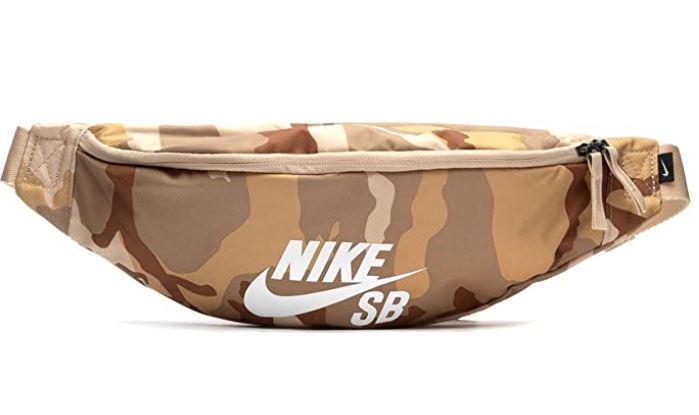 banane Nike modele ba6067 design camouflage militaire du desert et logo de la marque en blanc
