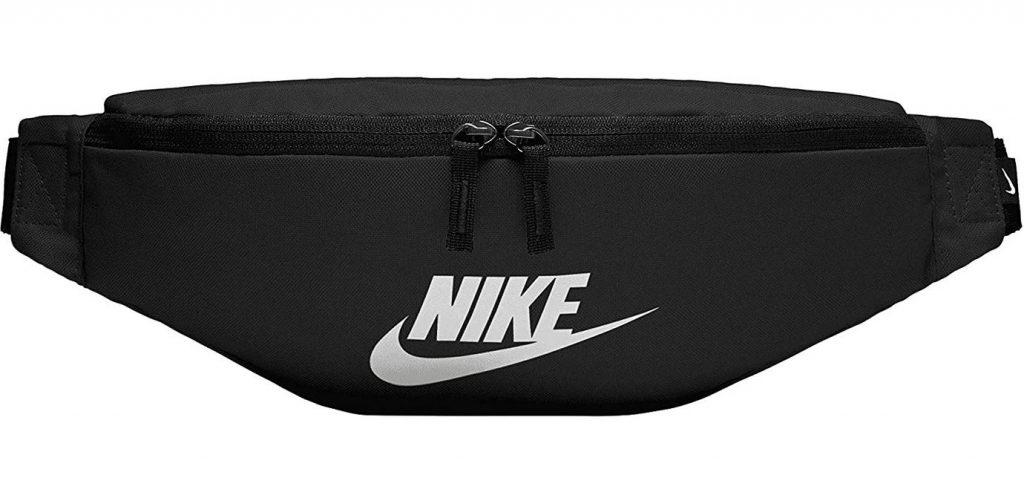 sac banane noir Nike toute simple avec un grand compartiment central